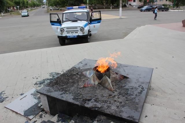 Две 15-летние школьницы сожгли венок напамятнике ВОВ вЮжноуральске