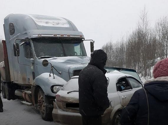 Натрассе Пермь— Березники Шевроле столкнулся сфурой: шофёр скончался