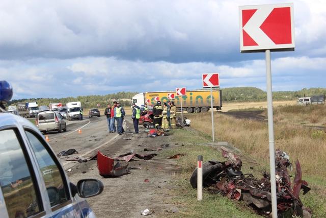 Авария, вкоторой «легковушку» разорвало начасти под Южноуральском, угодила навидео
