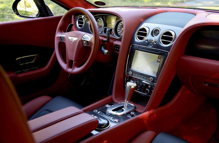 ВПерми начальник  автомобильного салона  похитил  уклиентов неменее  8 млн руб.