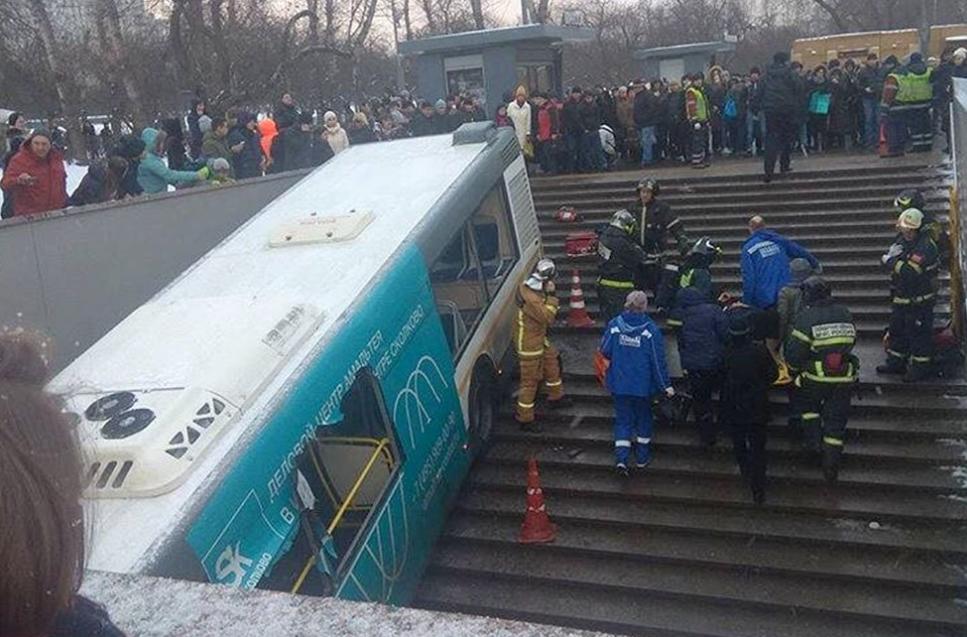 Число жертв при наезде автобуса напешеходов в российской столице возросло до 5-ти