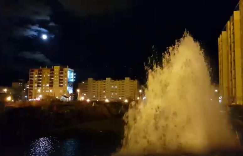 Коммунальный фонтан вЧурилово сняли навидео
