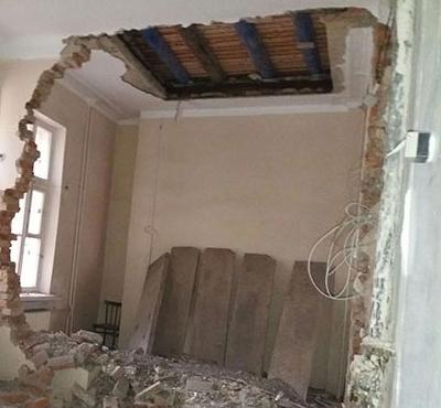 ВЧелябинске намужчину рухнула бетонная стена квартиры