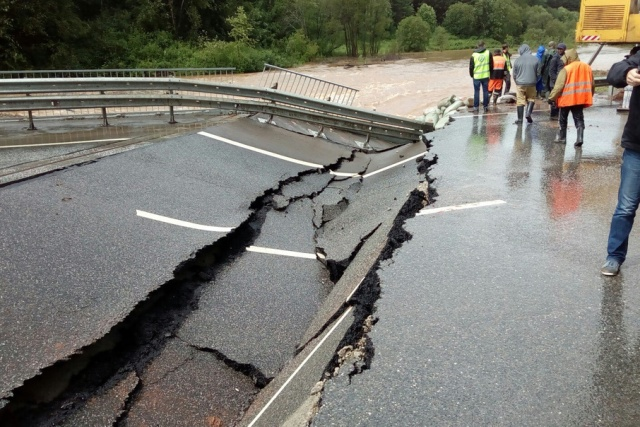 ВПермском крае из-за дождей смыло мост через реку Юг