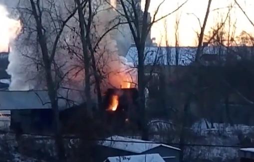 Горящий автосервис вЧелябинске сняли навидео