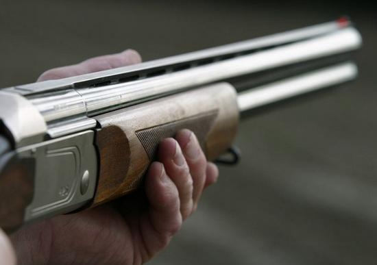 Милиция узнает, почему хулиган открыл стрельбу полюдям, которые играли вфутбол