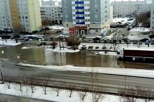 ВКургане затоплен проспект Голикова. Дома иторговые центры Заозерного без воды