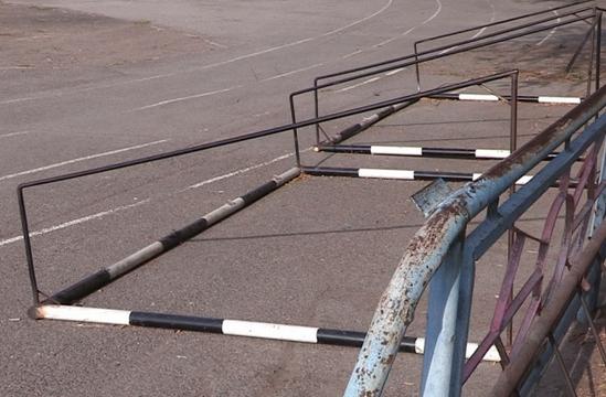 ВУфе детей вспорткомплексе придавило воротами