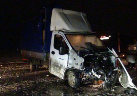 Встолкновении грузового автомобиля илегковушки вКурганской области пострадали три человека