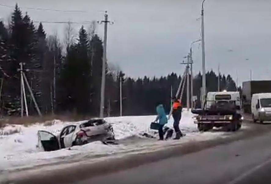 Натрассе Пермь— Екатеринбург иностранная машина лоб влоб столкнулась сМАЗом