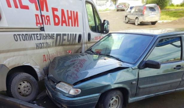 ВМиассе лихач сбил на«зебре» подростка ипротаранил микроавтобус