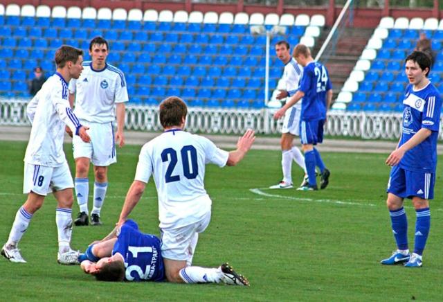 Челябинские футболисты уверенно переиграли «Динамо» ивозглавили таблицу главенства