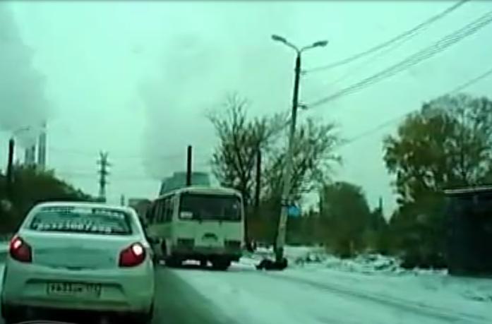 Женщина выпала издверей, автобус «смылся». Как результат - сотрясение мозга