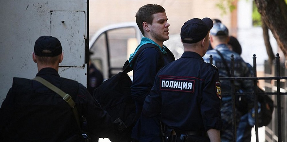 Футболисты Кокорин иМамаев вышли изколонии поУДО